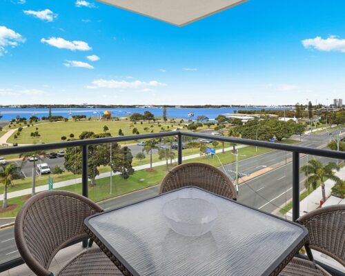 gold-coast-broadwater-2-bedroom-apartments-(12)