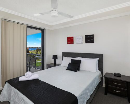 gold-coast-broadwater-2-bedroom-apartments-(14)