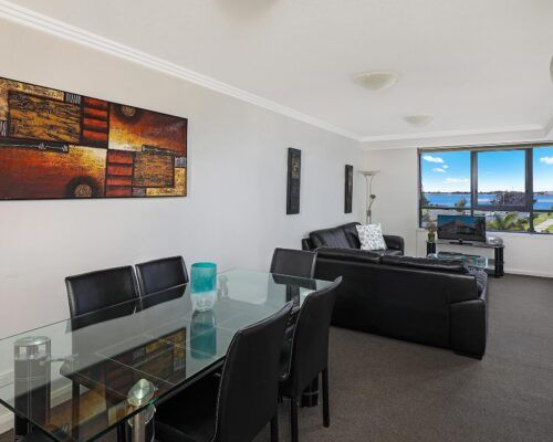gold-coast-broadwater-2-bedroom-apartments-(2)