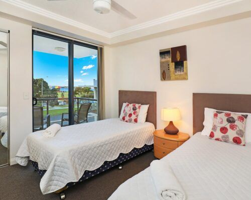 gold-coast-broadwater-2-bedroom-apartments-(21)