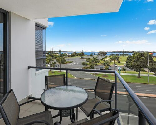 gold-coast-broadwater-2-bedroom-apartments-(6)