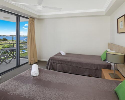 gold-coast-broadwater-2-bedroom-apartments-(7)
